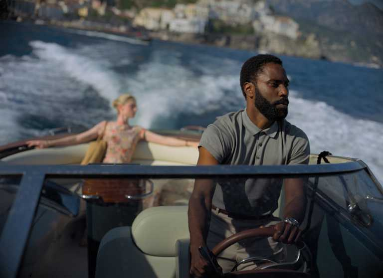 電影《TENET天能》男主角大衛約翰華盛頓,於片中佩戴漢米爾頓「爵士系列Seaview石英機芯」錶款。(圖╱HAMILTON提供)
