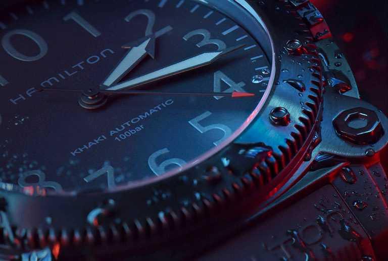 漢米爾頓「Khaki Navy BeLOWZERO」特別版腕錶,H78505332紅秒針款╱黑色PVD塗層鈦金屬錶殼,46mm╱68,500元。(圖╱HAMILTON提供)