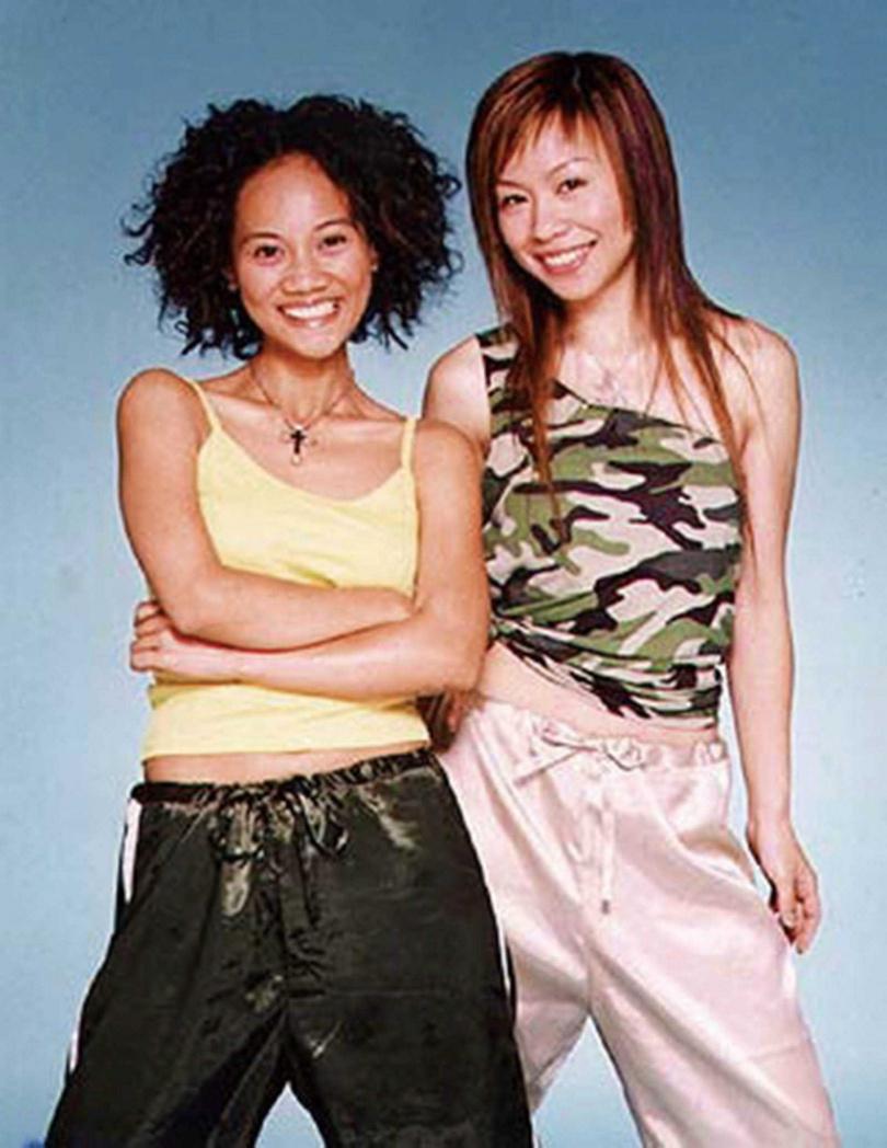 2003年阿爆和多年搭檔Brandy組成女團發片,榮獲當屆金曲獎「最佳重唱組合」獎項。(圖/翻攝自網路)