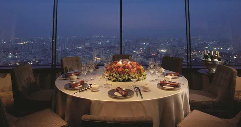 香格里拉台南遠東國際大飯店的醉月樓,能夠俯瞰府城美景。