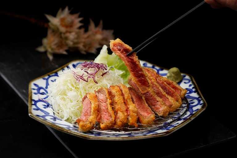 「京都勝牛」推出多款便當,讓民眾在家也能享用日式美食。