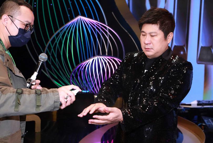 為因應防疫,胡瓜、白家綺節目《台灣那麼旺》首次不開放觀眾錄影。(圖/民視提供)