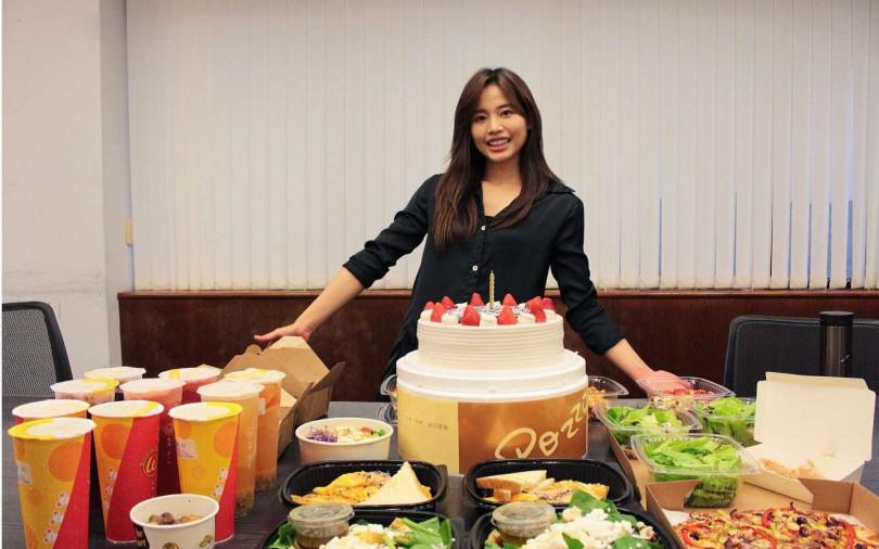 茹素多年的吳汶芳,以滿桌蔬食Buffet慶生。(圖/福茂提供)