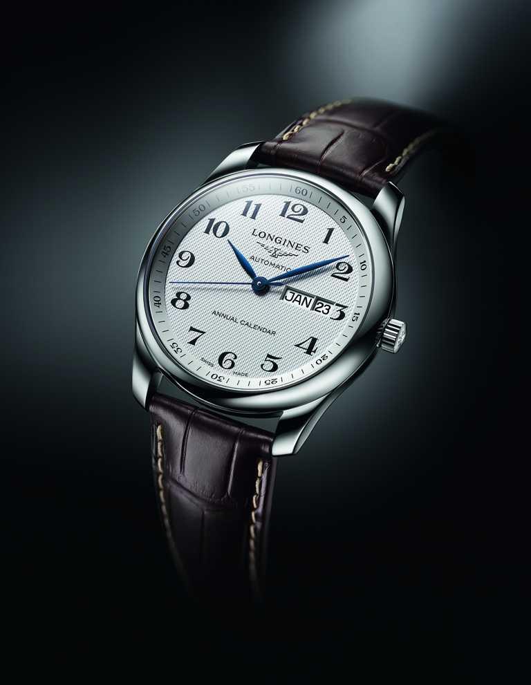 Longines「Master巨擘系列」年曆腕錶,銀色面盤╱73,000元。(圖╱Longines提供)