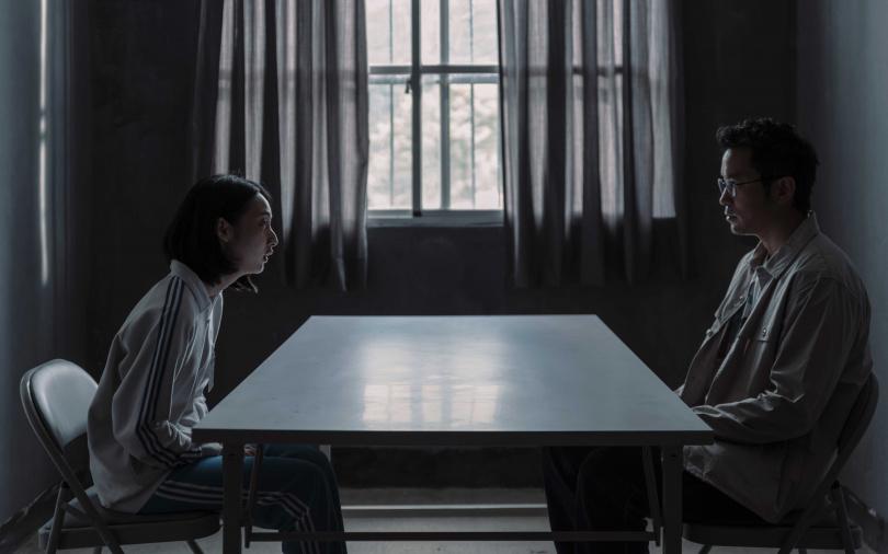 李沐在新戲中飾演張孝全的女兒。(圖/Netflix提供)