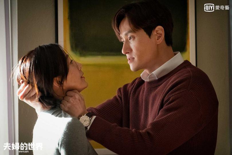 第六集男女主角的扭打戲,演技令朱賢相當震撼。(圖/愛奇藝台灣站提供)
