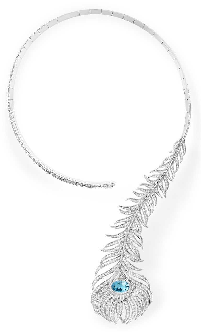 BOUCHERON「Plume de Paon孔雀羽毛」系列問號項鍊,鑲嵌1顆橢圓形切割海水藍寶主石(約3.11克拉)、786顆美鑽(約10.5克拉)╱價格店洽。(圖╱BOUCHERON提供)