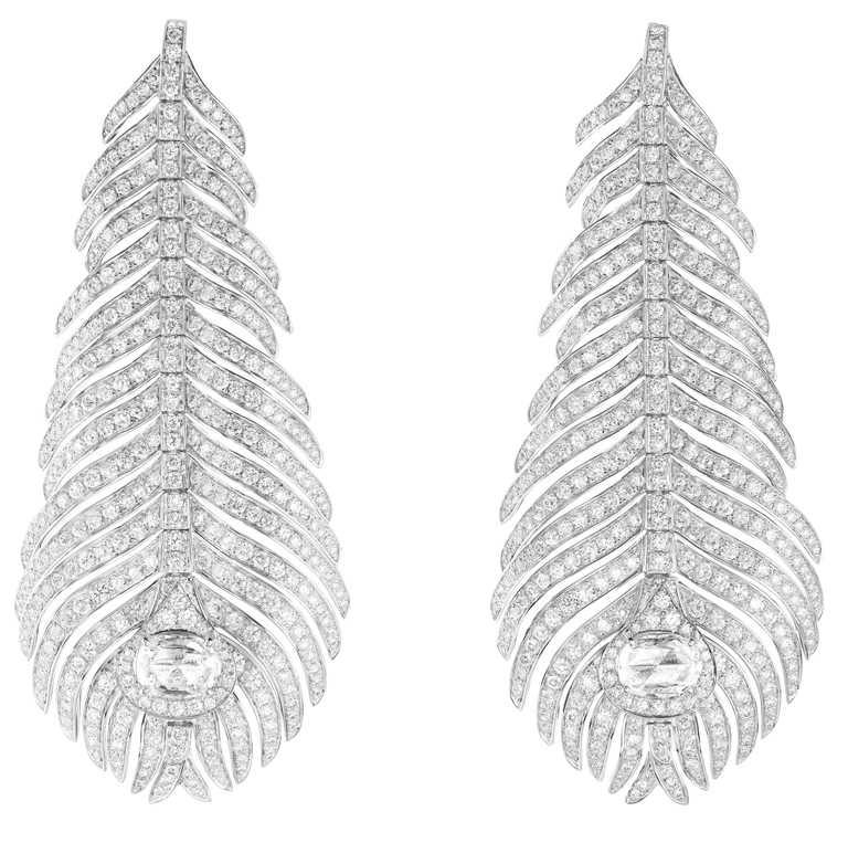 BOUCHERON「Plume de Paon孔雀羽毛」系列鑽石耳環,鑲嵌2顆玫瑰形切割鑽石(約1.35克拉)、782顆美鑽(約4.42克拉)╱3,150,000元。(圖╱BOUCHERON提供)
