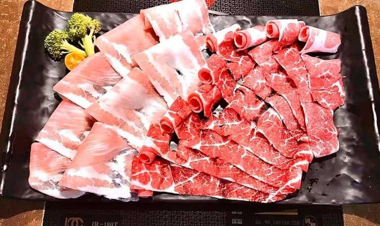 「藝爐晏」有多款肉品可以選擇。