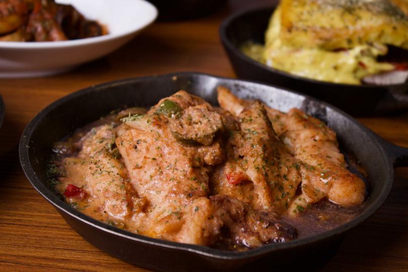 非洲風巴西燉魚是該國巴伊亞州和帕拉州的傳統菜餚,配料之一用的是大家熟悉的蝦米。