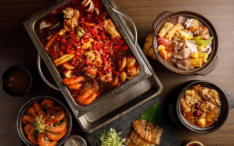 敢吃嗎?「麻辣鱷魚鍋」火辣上桌 超猛餐廳再推「酸白菜山豬鍋」抗寒吸睛