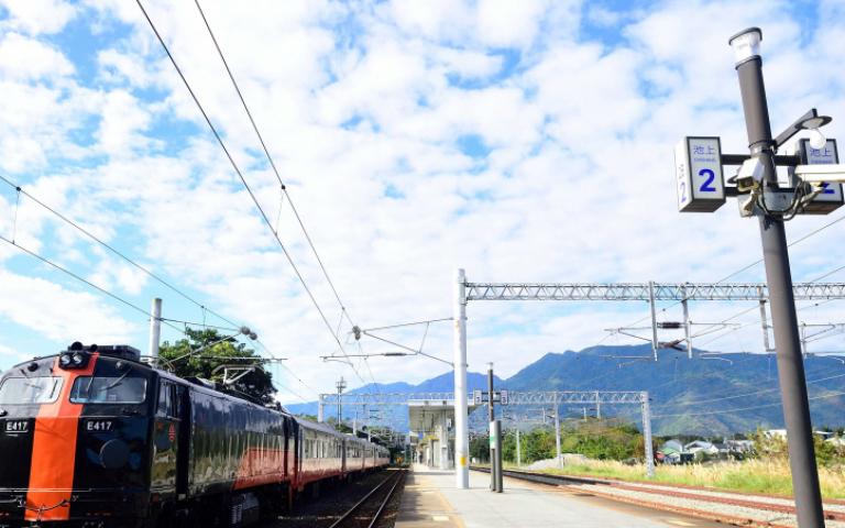 最美觀光列車「鳴日號」正式啟動 兩列車次跨年迎曙光