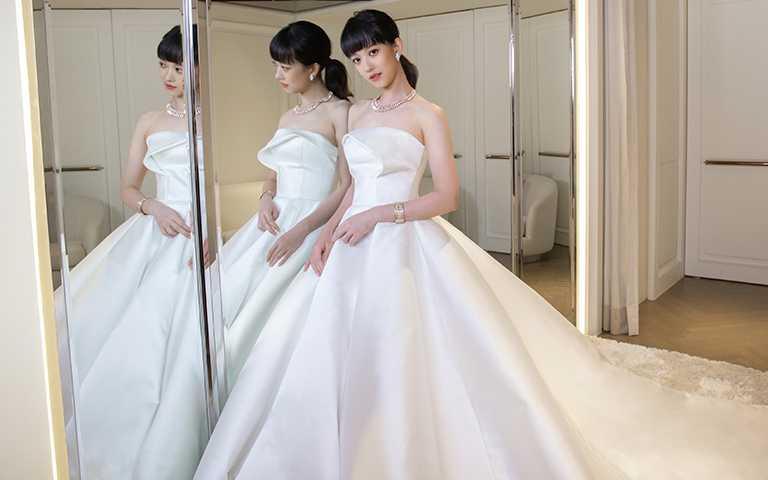 防疫擺第一,幸福超前佈署!孟耿如化身超玩美新娘,戴寶格麗千萬靈蛇珠寶拍婚紗照留念