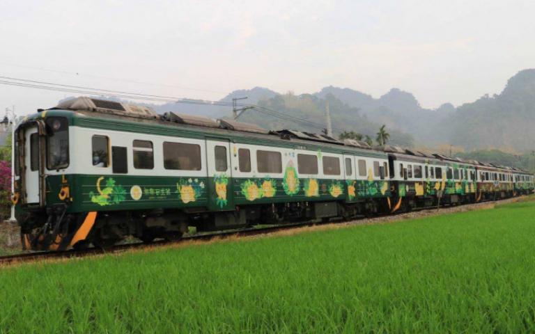 台鐵Q版彩繪列車+1台南「集集石虎號」首航