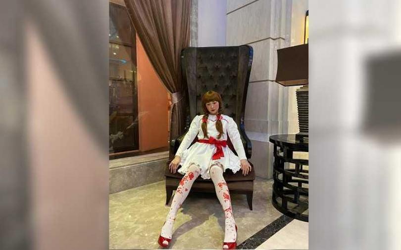 江祖平滿腿血扮安娜貝爾 尾牙蘿莉感無違和