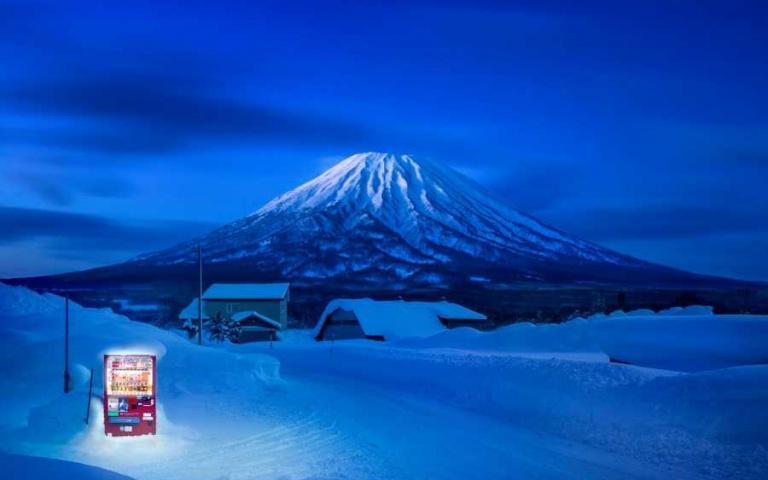 孤寂中的溫暖存在!日本攝影師鏡頭下的唯美販賣機