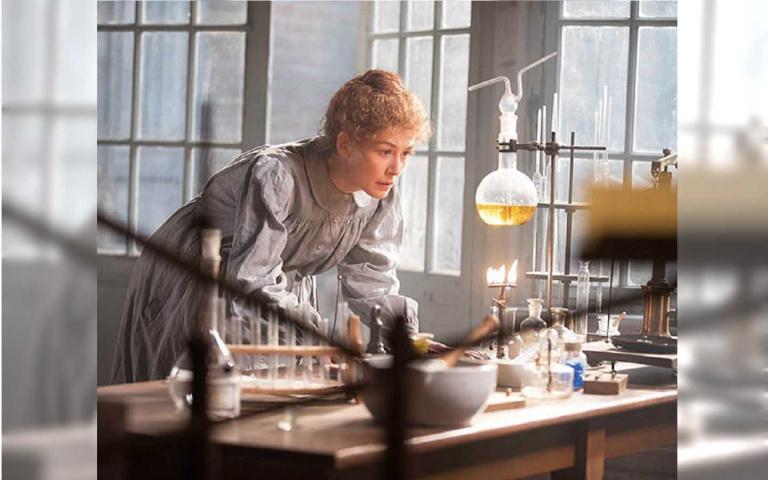 【影爆點】翁煌德:《居禮夫人:放射永恆》 不科學的愛慾世界