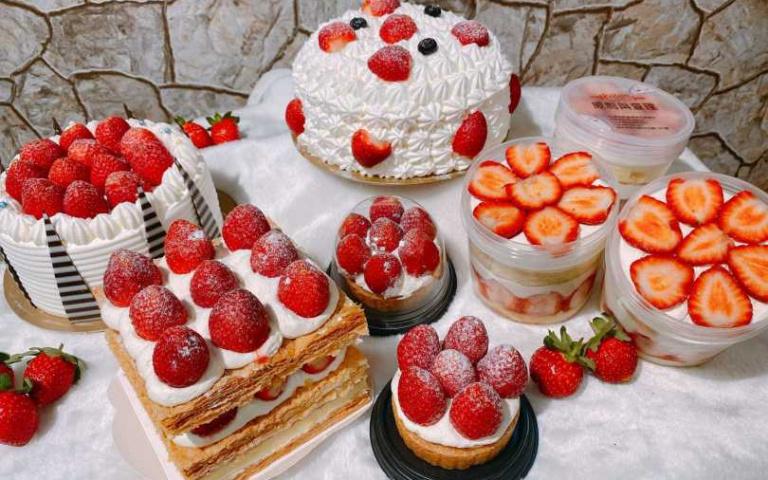 超猛「瘋狂草莓賓士鍋」強勢回歸啦!草莓控們準備接招 浮誇系三層草莓蛋糕讓你少女心大噴發