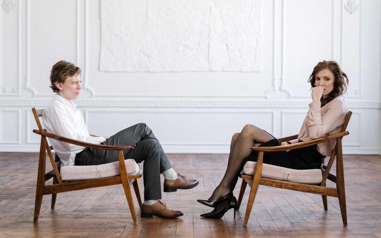 為何在感情中「女生總是很被動」?四個關鍵原因曝光 男人們多年的疑惑終於被解決了!