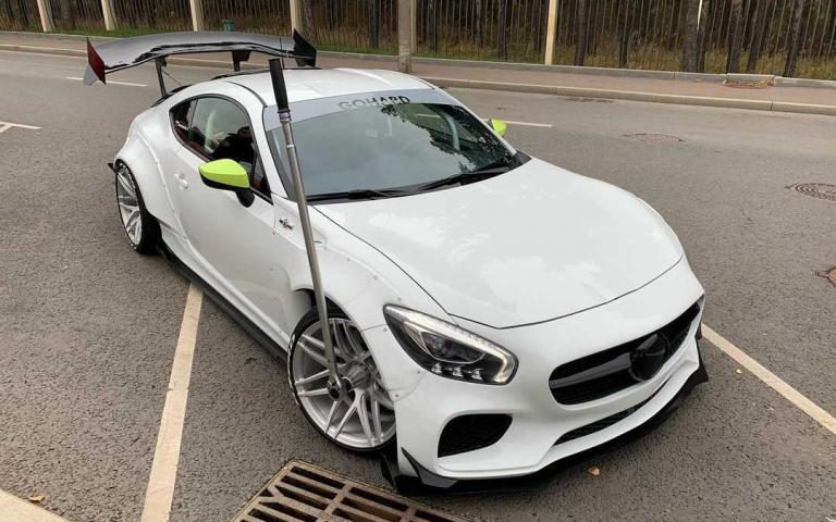 等等!有沒有覺得特別眼熟?買不起Mercedes benz-AMG GT 沒關係!小GT看起來更吸睛!