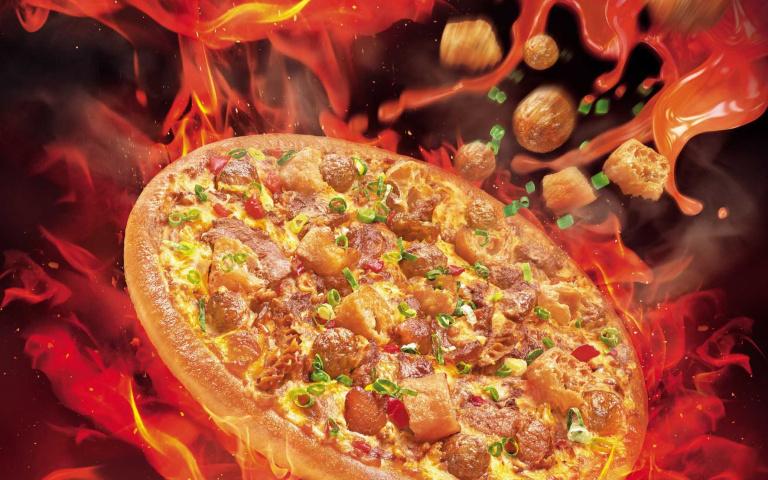 期間限定!必勝客攜手鼎王麻辣鍋 招牌菜Q彈牛三寶、特製川丸子通通搬到披薩上