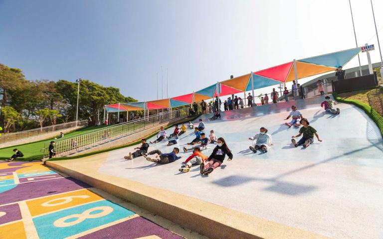 主題園區新設施 全新滑草場、星光大滑梯 大人小孩都玩瘋