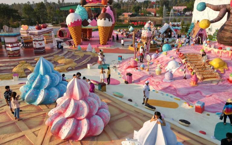 猶如真實版的《巧克力冒險工廠》!泰國芭達雅夢幻甜點主題樂園