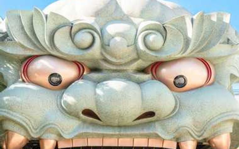 隱藏巷弄中的震撼獅子殿!大阪「難波八阪神社」