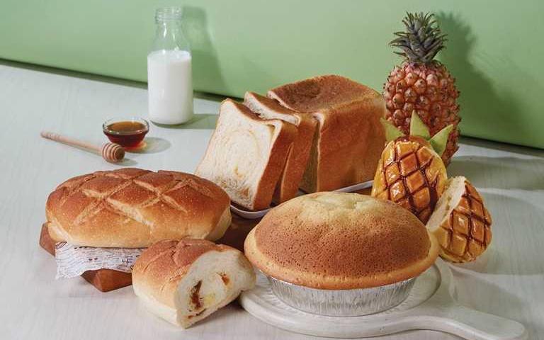 不用每天衝烘焙坊了啦!85˚C推「15天防疫麵包」,搭配旺萊造型「鳳梨乳酪」上市