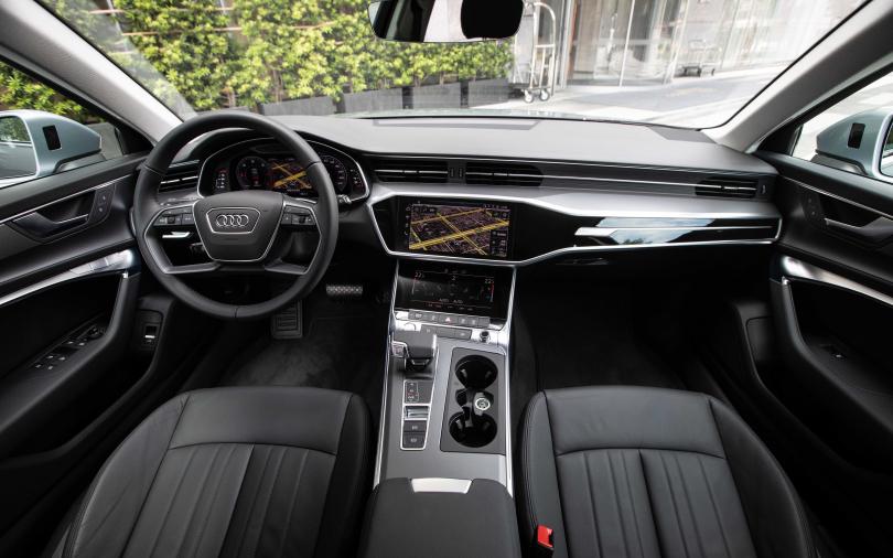 駕駛艙3個大螢幕 開A6 Avant像在開飛機