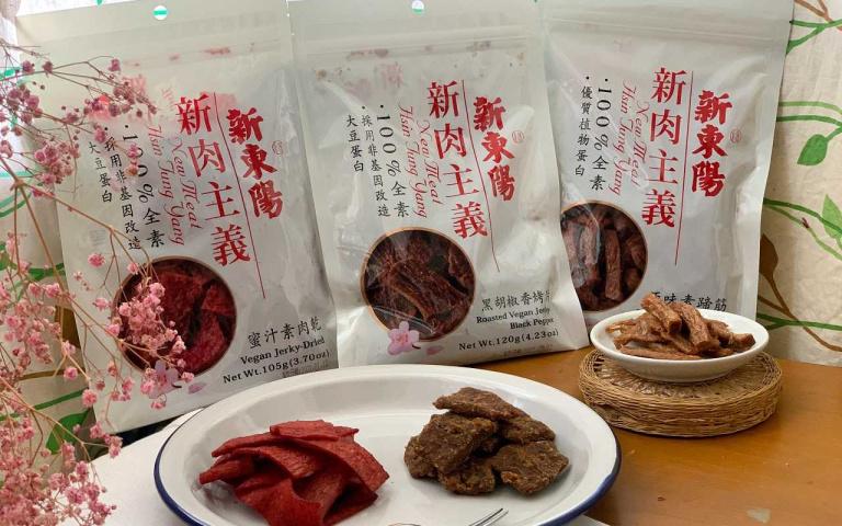 老品牌零食推陳出新  葷素肉乾齊發 粉色餅乾賣萌