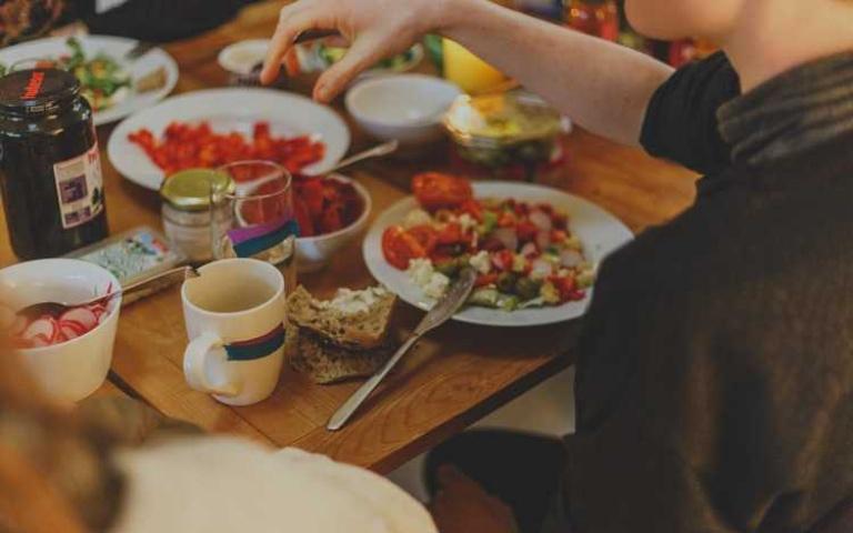 想更了解你的另一半?就從用餐的行為看個性!