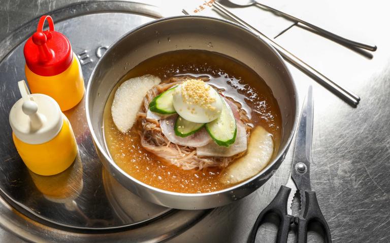 抗暑就要吃冷麵3/韓式水冷麵 酸甜沁辣香氣逼人