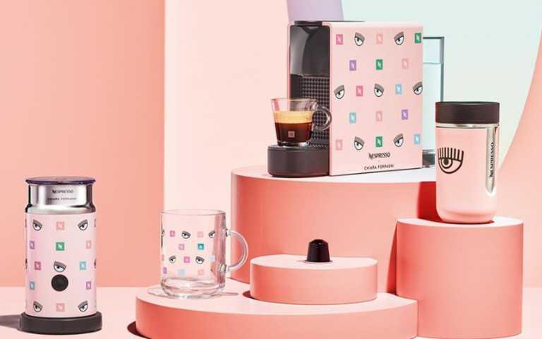 史上最俏皮咖啡機!Nespresso x Chiara Ferragni推出「粉色眨眼咖啡機」,繽紛設計絕對要整組帶回家!