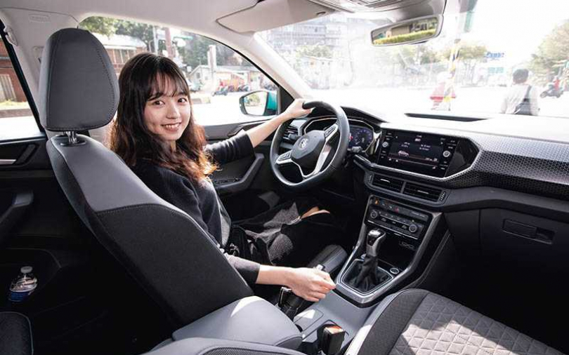 T-Cross鎖定年輕族群 車色鮮豔內裝科技