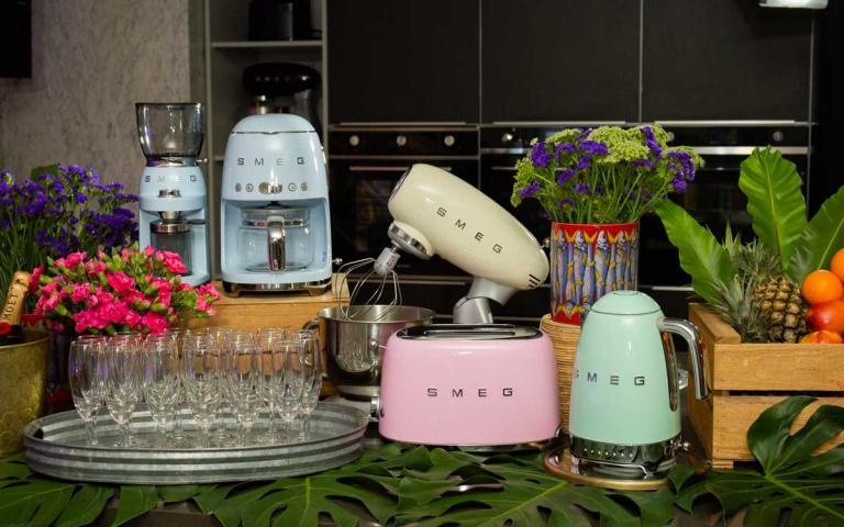 將冰箱彩繪狂野色彩 復古冰箱全球限量上市