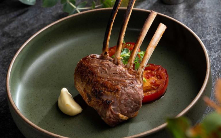 牛排館珍稀食材大比拚!乾式熟成紐西蘭小春羊、法國布列塔尼藍龍蝦 吃過就變頂級老饕