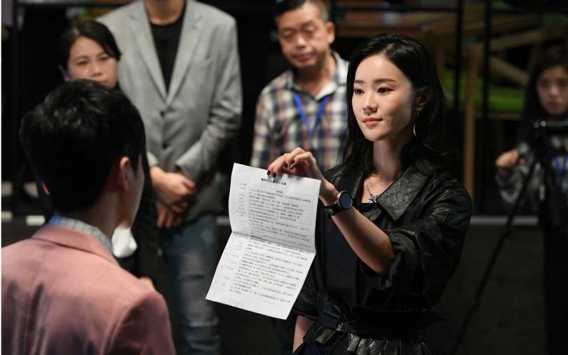 鍾瑶翻白眼「嘴臉超機車」 羅宏正:看起來很欠打