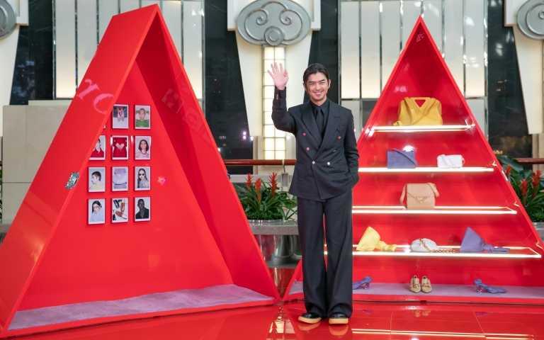 陳柏霖新年首度亮相獻給BV!101迷你三角形快閃店收買陳柏霖,大推小廢包裝了手機、耳機就出門