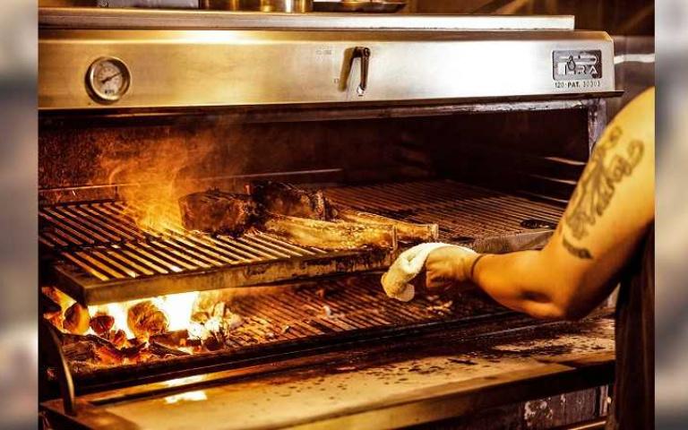 排餐5折放送!著名「直火餐廳」回歸 比臉大帶骨牛超霸氣