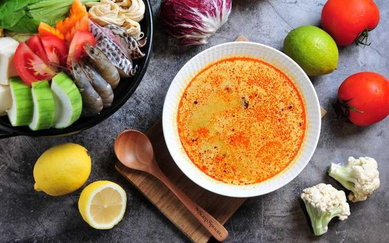 新加坡直送「叻沙鍋」就是狂!湯品連鎖推超猛外帶,搭配「鮭魚味增鍋」鴛鴦雙拼在家秒開鍋