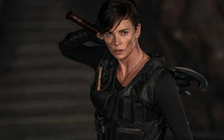 莎莉賽隆化身超級英雄 帥氣炸裂宛如女版金鋼狼