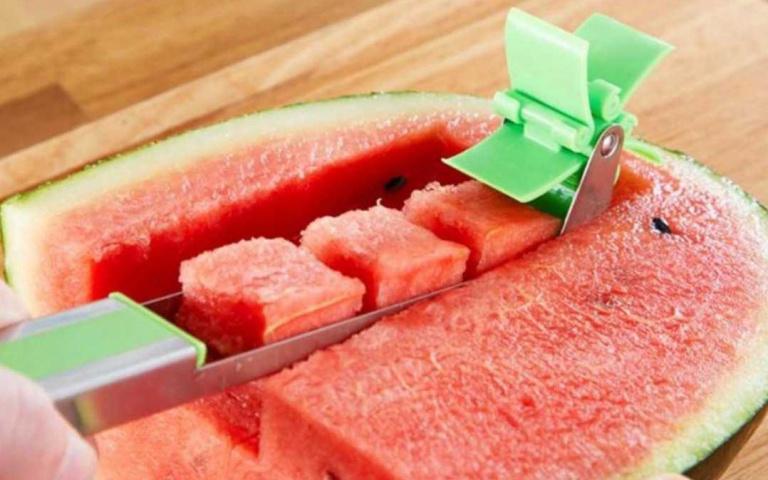 廚房再也不會黏答答!超強「西瓜切塊機」懶人必備,想吃多少「嚕」多少!