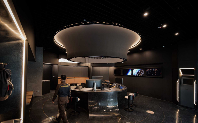 星宇航空打造形象門市 迷幻太空風吸睛