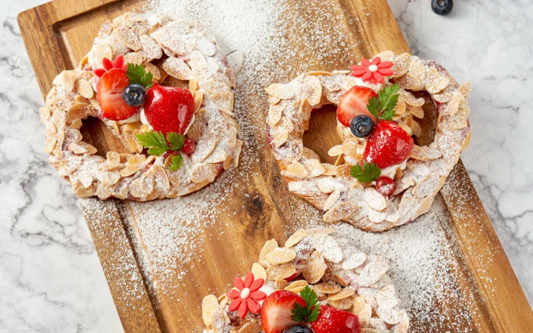 草莓控衝一波!去不了歐洲一樣能吃到「草莓扭結麵包」 五星飯店推出七款草莓甜品超欠吃