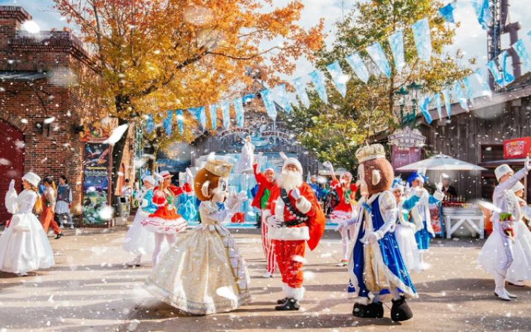 飄雪給你看!主題樂園、購物中心打造白色耶誕村 感受北國浪漫