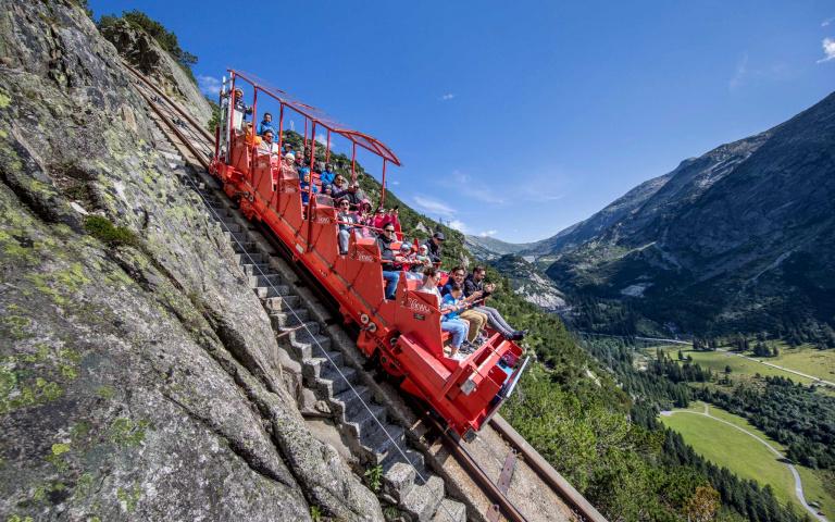 比G5高9倍!攀上448公尺峭壁的「蓋爾默纜車」,瑞士美景盡收眼底!