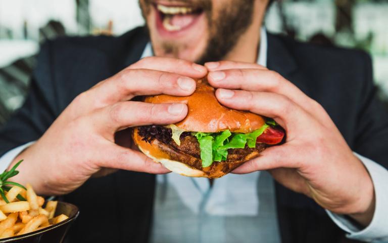 「倒著吃」才夠讚!速食店強推「漢堡最新吃法」,「兩大優點」不能不知!