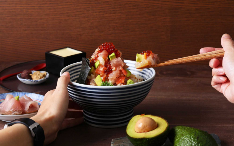 味覺小清新!酪梨海鮮丼、抹茶厚鬆餅 讓春天多一抹綠