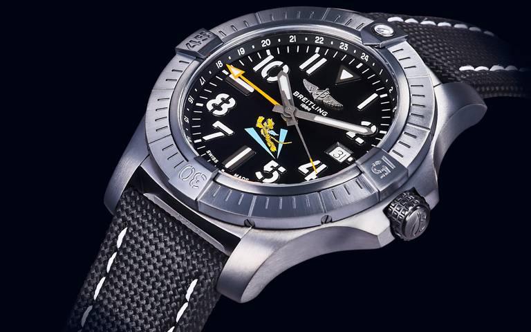 台灣獨占錶款霸氣面世!百年靈「Avenger AVG飛虎隊80周年紀念」限量腕錶,以行動續寫飛航歷史緊密連結